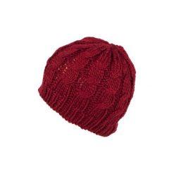 Czapka damska Klasyczny warkocz czerwona. Czerwone czapki zimowe damskie Art of Polo. Za 20,43 zł.