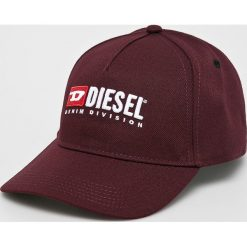 Diesel - Czapka. Brązowe czapki z daszkiem damskie Diesel, z poliesteru. W wyprzedaży za 229,90 zł.