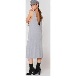 Dr Denim Sukienka Natalia - Grey. Czarne sukienki na komunię marki Mohito, l, z dekoltem na plecach. W wyprzedaży za 121,48 zł.