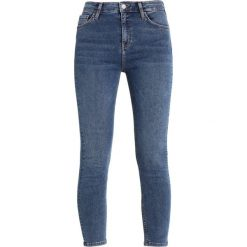 Topshop TUCAN HEM JAMIE Jeans Skinny Fit middenim. Niebieskie jeansy damskie marki Topshop. W wyprzedaży za 209,30 zł.