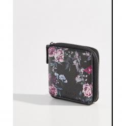Mały portfel ze strukturalną powierzchnią - Wielobarwn. Szare portfele damskie Mohito. Za 39,99 zł.
