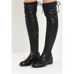 Czarne Kozaki Lady In Grey. Czarne buty zimowe damskie Born2be, z materiału, z okrągłym noskiem, przed kolano, na wysokim obcasie, na płaskiej podeszwie. Za 139,99 zł.