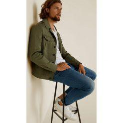 Mango Man - Jeansy Jude3. Niebieskie jeansy męskie regular Mango Man, z aplikacjami, z bawełny. Za 139,90 zł.