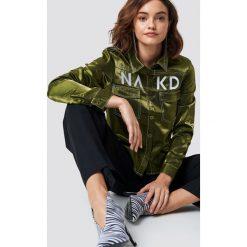 NA-KD Trend Koszula NA-KD - Green. Białe koszule damskie marki NA-KD Trend, z nadrukiem, z jersey, z okrągłym kołnierzem. Za 121,95 zł.