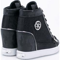 Guess Jeans - Buty. Czarne buty sportowe damskie Guess Jeans, z aplikacjami, z jeansu. W wyprzedaży za 399,90 zł.