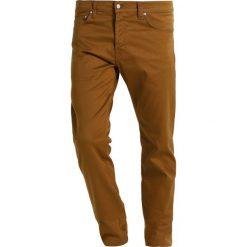 Spodnie męskie: Carhartt WIP KLONDIKE DOUGLAS Spodnie materiałowe hamilton brown rinsed