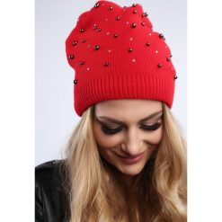Czerwona czapka z koralikami damska zimowa C17. Czerwone czapki zimowe damskie Fasardi. Za 39,00 zł.