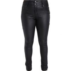 City Chic WET LOOK Jeansy Slim Fit black. Czarne jeansy damskie marki City Chic. W wyprzedaży za 284,25 zł.