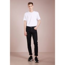 J.LINDEBERG JAY Jeansy Slim Fit black. Czarne jeansy męskie relaxed fit J.LINDEBERG. Za 509,00 zł.