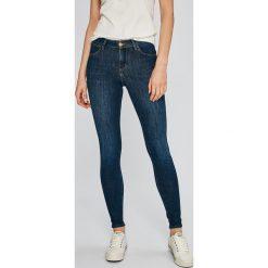 Wrangler - Jeansy Summer Night. Niebieskie jeansy damskie rurki Wrangler, z bawełny. W wyprzedaży za 249,90 zł.