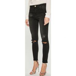 Silvian Heach - Jeansy Cleveland. Czarne jeansy damskie rurki Silvian Heach, z podwyższonym stanem. Za 429,90 zł.