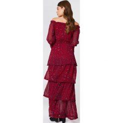NA-KD Boho Sukienka maxi z odkrytymi ramionami - Red,Multicolor. Niebieskie długie sukienki marki NA-KD Boho, na imprezę, w koronkowe wzory, z koronki, boho, na ramiączkach. W wyprzedaży za 170,07 zł.