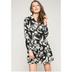 Answear - Sukienka Wild Nature. Szare sukienki mini marki ANSWEAR, na co dzień, l, z poliesteru, casualowe. W wyprzedaży za 99,90 zł.