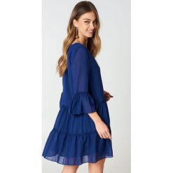 NA-KD Boho Sukienka mini z dekoltem V - Blue. Niebieskie sukienki boho marki NA-KD Boho, na imprezę, w koronkowe wzory, z koronki, na ramiączkach, mini. Za 121,95 zł.