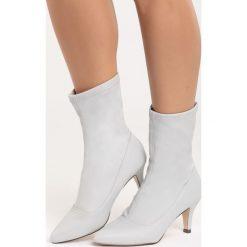 Białe Botki Topper Top. Białe botki damskie marki Reserved, na wysokim obcasie. Za 99,99 zł.
