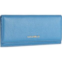 Duży Portfel Damski COCCINELLE - BW5 Metallic Soft E2 BW5 11 45 01 Azur 021. Czarne portfele damskie marki Coccinelle. W wyprzedaży za 349,00 zł.
