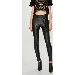 Guess Jeans - Spodnie Eve. Szare jeansy damskie rurki Guess Jeans. Za 399,90 zł.