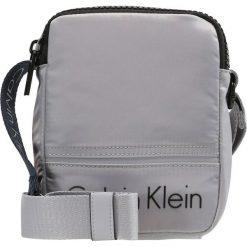 Torby na ramię męskie: Calvin Klein MATTHEW MINI REPORTER Torba na ramię grey