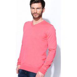 Swetry klasyczne męskie: Koralowy Sweter Real Life