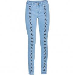 """Dżinsy SKINNY ze sznurowaniem bonprix jasnoniebieski """"bleached"""". Niebieskie boyfriendy damskie bonprix, z jeansu. Za 69,99 zł."""