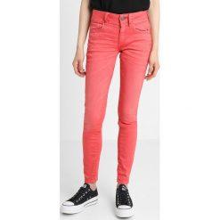 GStar LYNN MID SKINNY Jeans Skinny Fit berry. Różowe jeansy damskie relaxed fit marki G-Star, z bawełny. Za 469,00 zł.