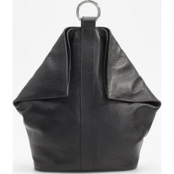 Skórzany plecak - Czarny. Czarne plecaki damskie Reserved. Za 499,99 zł.