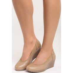 Beżowe Czółenka Vantage. Brązowe buty ślubne damskie marki Born2be, ze skóry, z okrągłym noskiem, na koturnie. Za 79,99 zł.