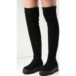 Czarne Kozaki Broken Halos. Czarne buty zimowe damskie vices, na płaskiej podeszwie. Za 74,99 zł.