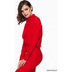 Sukienka dzianinowa z ozdobnymi szwami czerwona. Czerwone sukienki dzianinowe Pakamera, s, midi. Za 198,00 zł.