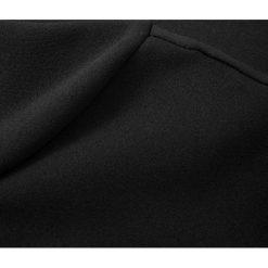 Sukienki asymetryczne: Sukienka ołówkowa z asymetrycznym dekoltem