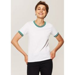T-shirt z kontrastowym obszyciem - Biały. Białe t-shirty męskie House, l, z kontrastowym kołnierzykiem. Za 35,99 zł.