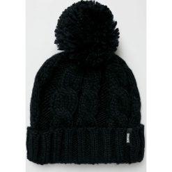 Answear - Czapka. Czarne czapki zimowe damskie marki ANSWEAR, na zimę, z dzianiny. W wyprzedaży za 39,90 zł.
