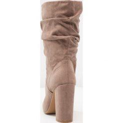 Dorothy Perkins X & FRANC JAX Kozaki na obcasie taupe. Brązowe buty zimowe damskie marki Dorothy Perkins, z materiału, na obcasie. W wyprzedaży za 191,40 zł.