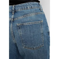 Boyfriendy damskie: Topshop Petite GREEN CAST MOM Jeansy Relaxed Fit blue