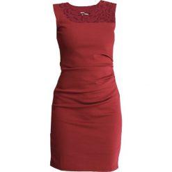 Kaffe INDIA VIVI DRESS Sukienka etui zinfandel. Czerwone sukienki Kaffe, xl, z dżerseju. Za 379,00 zł.