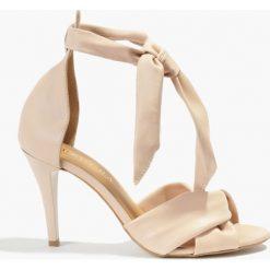 Sandały różowe Gulietta. Czerwone rzymianki damskie Badura. Za 219,99 zł.
