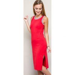 Sukienki hiszpanki: Sukienka z lamówką przy dekolcie czerwona