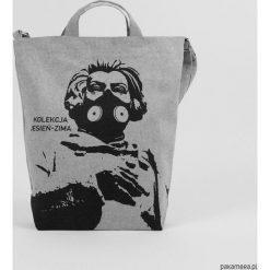 Ekologiczna torba na ramię Adam Mickiewicz. Szare torby na ramię męskie Pakamera. Za 149,00 zł.