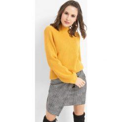 Prążkowany sweter z półgolfem. Żółte swetry klasyczne damskie marki Orsay, s, z bawełny, z golfem. Za 99,99 zł.
