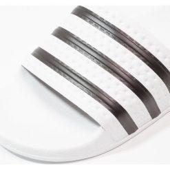 Adidas Originals ADILETTE Sandały kąpielowe white/black. Szare kąpielówki męskie marki adidas Originals, z gumy. Za 169,00 zł.