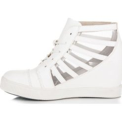 Buty ślubne damskie: Białe trampki na koturnie KYLEE