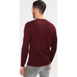 Swetry klasyczne męskie: TOM TAILOR DENIM GRINDLE BASIC PLUS CREWNECK Sweter deep burgundy red