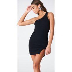 Sukienki: Vanessa Moe x NA-KD Sukienka na jedno ramię – Black