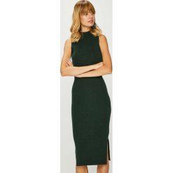 Answear - Sukienka. Szare długie sukienki marki ANSWEAR, na co dzień, s, z dzianiny, casualowe, z okrągłym kołnierzem, dopasowane. W wyprzedaży za 139,90 zł.