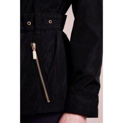 Barbour International™ Kurtka wiosenna black. Czarne kurtki damskie Barbour International™, z materiału. W wyprzedaży za 545,35 zł.