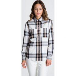 Luźna koszula w kratę z kołnierzykiem  BIALCON. Białe koszule wiązane damskie BIALCON, biznesowe, z wykładanym kołnierzem. W wyprzedaży za 146,00 zł.
