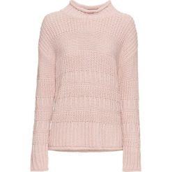 Sweter bonprix jasnoróżowy. Czerwone swetry klasyczne damskie bonprix, z dzianiny, ze stójką. Za 69,99 zł.