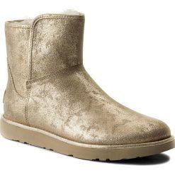 Buty UGG - W Abree Mini Stardust 1094675  W/Mtg. Szare buty zimowe damskie marki Ugg, z materiału, z okrągłym noskiem. W wyprzedaży za 539,00 zł.