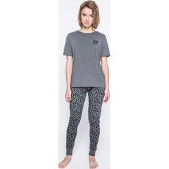 Pieces - Piżama Xmas Ribbon. Szare piżamy damskie Pieces, l, z nadrukiem, z bawełny. W wyprzedaży za 79,90 zł.