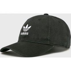 Adidas Originals - Czapka. Czarne czapki z daszkiem damskie adidas Originals, z bawełny. Za 89,90 zł.